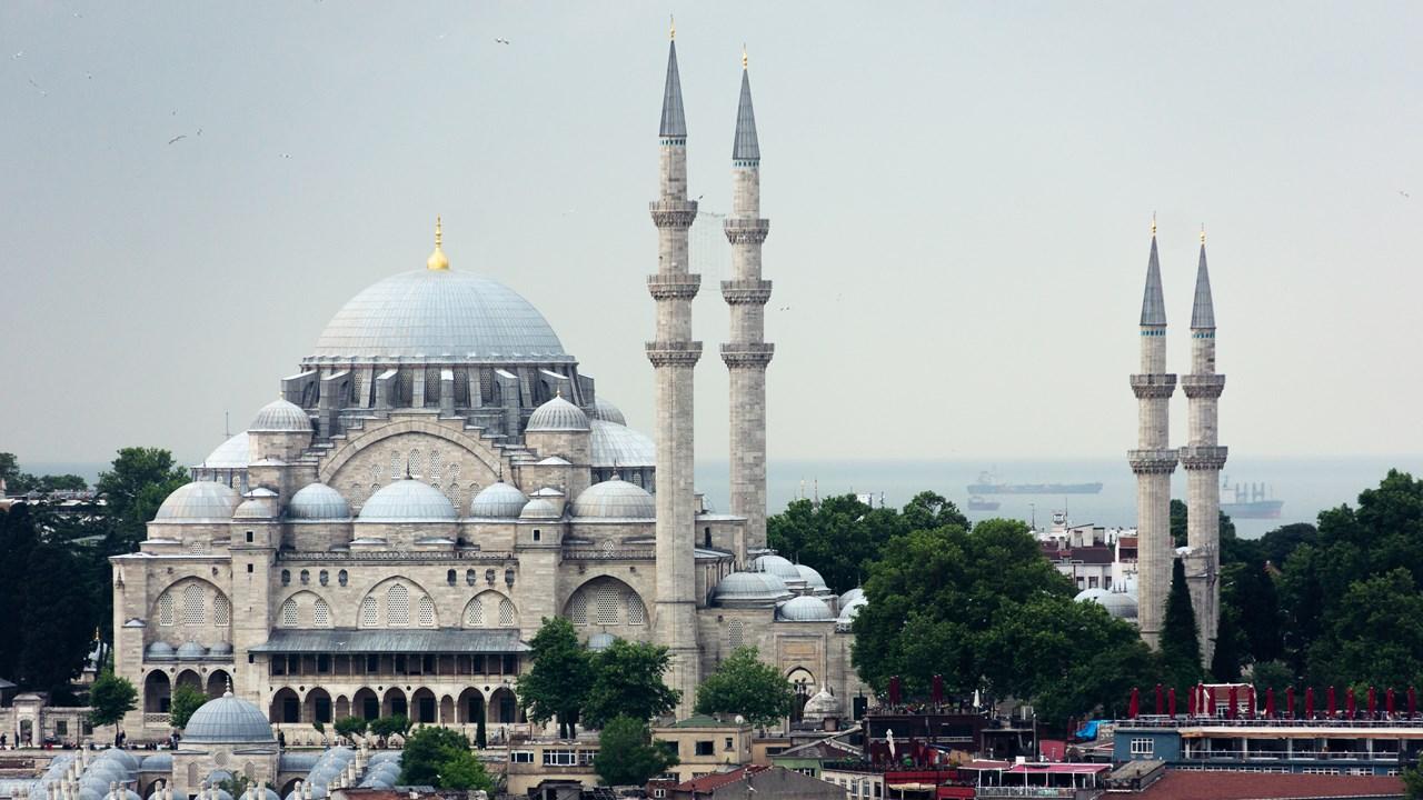 Красивая мечеть Сулеймание